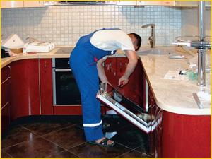 Установка и подключение посудомоечной машины на кухне в квартире