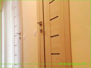 Установка бежевых дверей в туалет и ванную