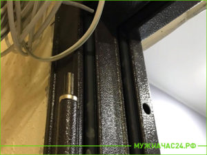 Установка дверной коробки от металлической входной двери