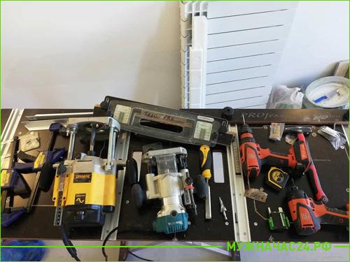 Наш инструмент с помощью которого устанавливаем двери в квартире