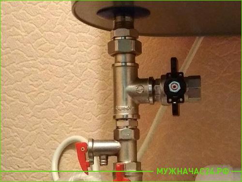 Результат работы по установке водонагревателя в ванной комнате